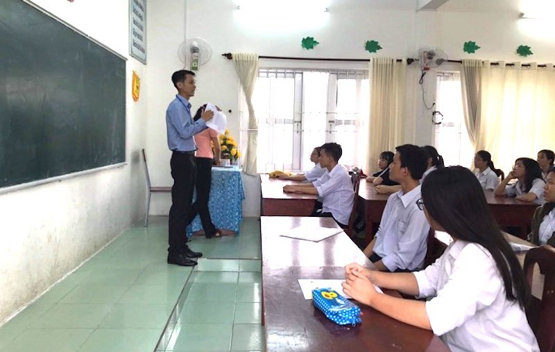 20 thầy cô vượt biển coi thi 76 thí sinh ở Côn Đảo