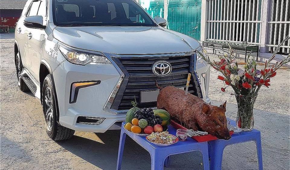 Tục cúng xe ô tô mới khá lạ ở miền Trung, Nam