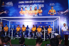 Vietnamese fans meet football legends in HCM City