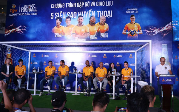 HCM City,Vietnamese fans meet football legends,sports news,Vietnam sports,vietnamnet bridge,english news,Vietnam news,vietnamnet news,Vietnam latest news,Vietnam breaking news,Vietnamese newspaper,Vietnamese newspaper articles,news vietnam