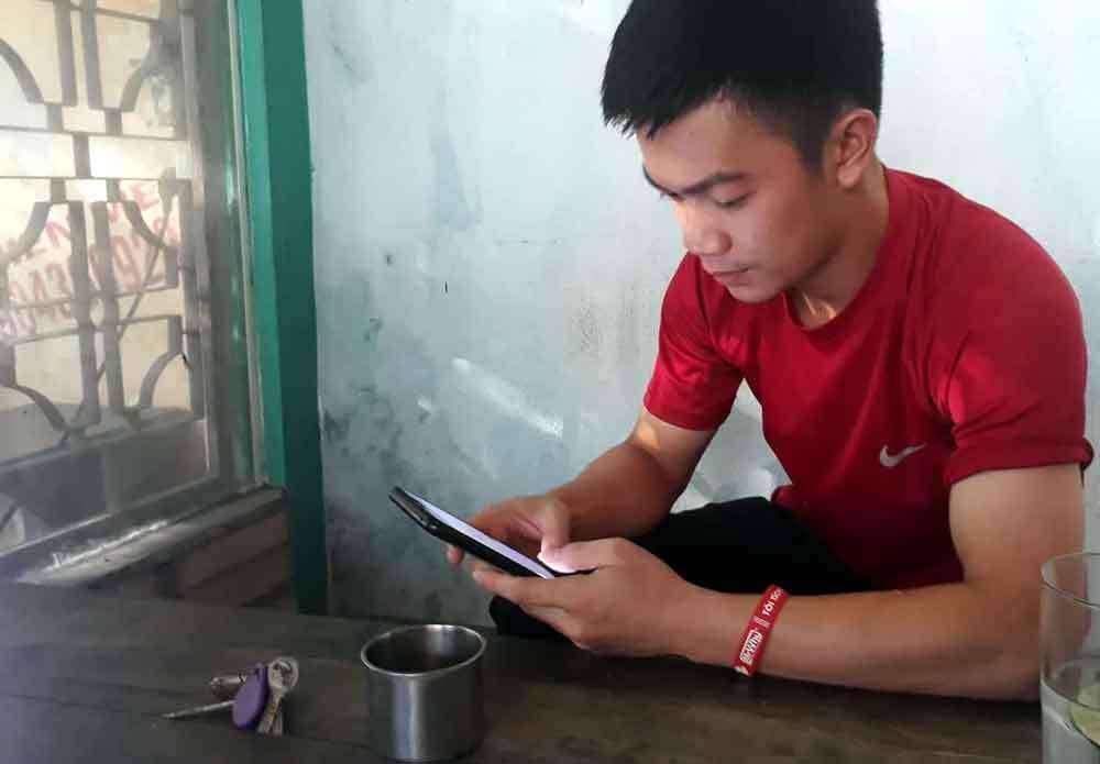 Đợi 1 tiếng giữa nắng nóng, shipper bị khách Hà Nội 'bom hàng' tiền triệu