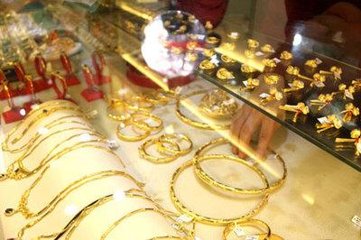 Giá vàng hôm nay 28/6, ẩn số kế hoạch B, vàng vẫn trên đỉnh