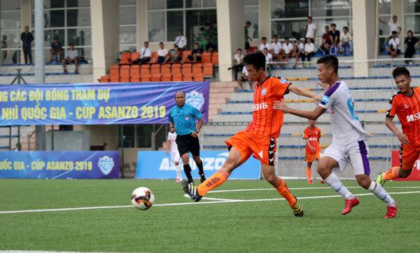 Lâm Đồng và Bà Rịa Vũng Tàu dẫn đầu lượt đi giải hạng Nhì