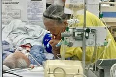 Bức ảnh trong bệnh viện lay động hàng triệu trái tim