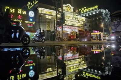 Trung Quốc đổ tiền tỉ biến phố thị bình yên thành thánh địa cờ bạc, tội phạm