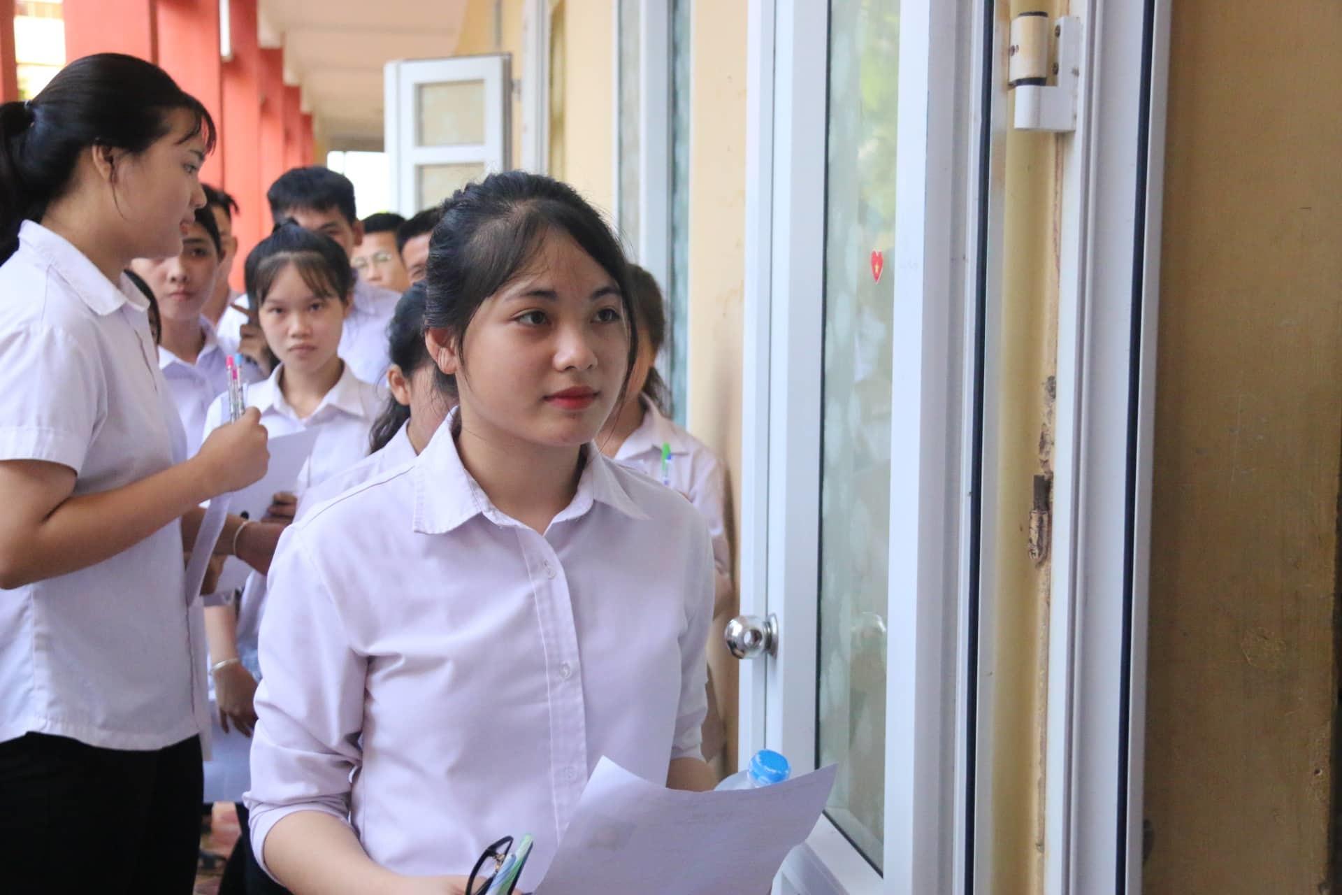 Bắt đầu kỳ thi THPT quốc gia với gần 900.000 thí sinh