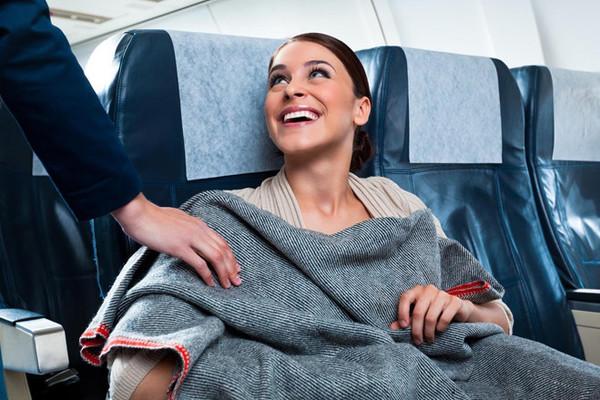 Chăn trên máy bay có thật sự sạch?