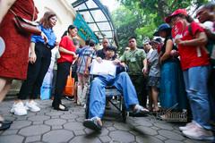 Thí sinh mổ ruột thừa đến trường thi bằng xe lăn, xe cấp cứu