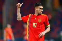 MU ký Ceballos, Messi cản De Ligt về Barca