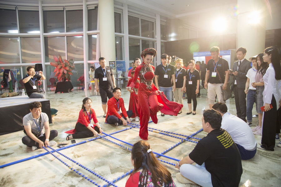 HH Du lịch Ngọc Diễm cùng con gái quảng bá văn hoá Việt Nam tại Hàn