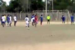 Khi thủ môn ham tấn công khung thành đội bạn