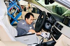 Chăm sóc xế tại chỗ thuận tiện với chương trình BMW Service Clinic