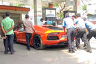 Chơi siêu xe, đại gia Việt cũng khổ