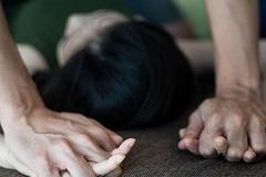 2 thanh niên đánh gãy răng bà 64 tuổi rồi hiếp dâm ở Bắc Giang