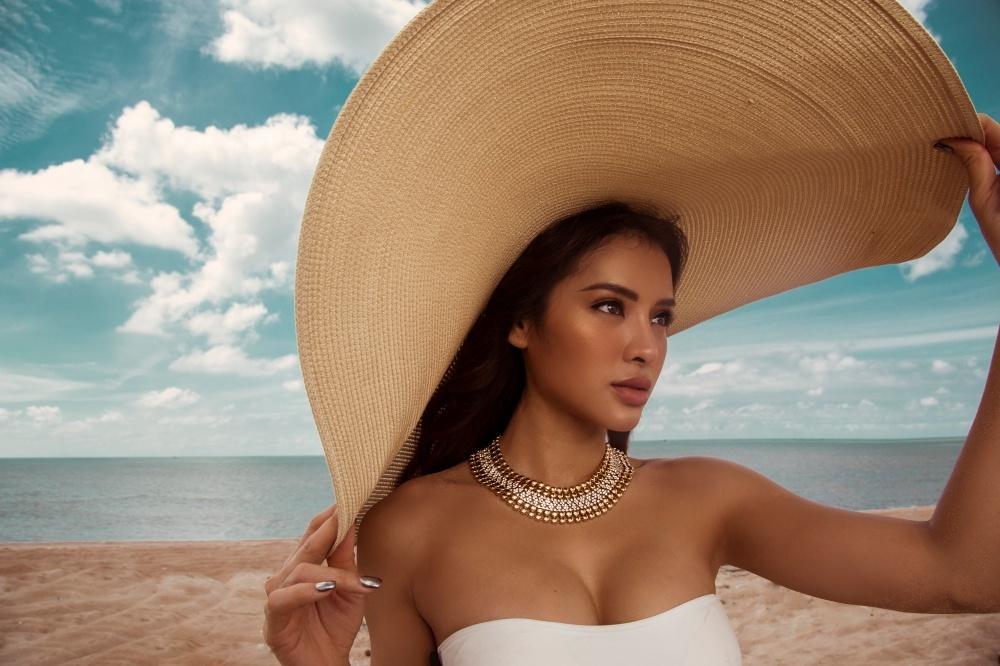 Phương Trinh Jolie diện loạt bikini khoe trọn thân hình bốc lửa