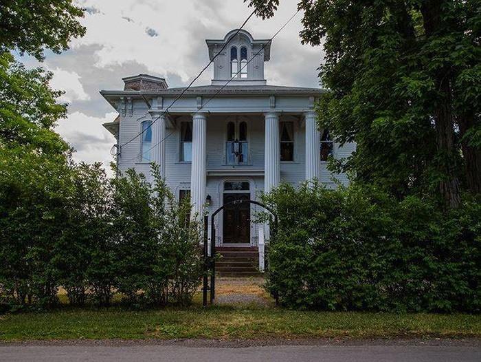 Biệt thự ma ám,nhà hoang,nhà ma,biệt thự bỏ hoang