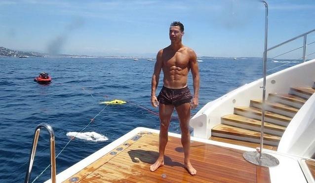 Ronaldo,Khách sạn,Khách du lịch