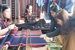 Ethnic groups revive art of brocade