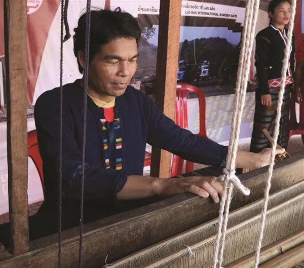 Ethnic groups revive art of brocade