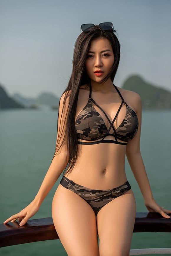 Mùa hè nóng rực với loạt mỹ nhân Việt thi nhau khoe dáng với bikini