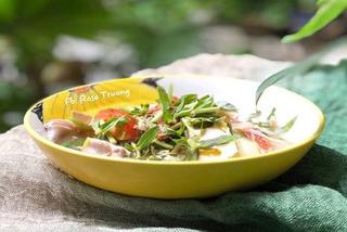 Công thức nấu canh chua nấm bào ngư lá me thích hợp cho người ăn chay