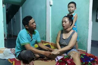Rớt nước mắt cảnh gà trống nuôi con, chăm vợ u não ở Quảng Trị