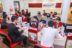 Mua vé máy bay qua HDBank mBanking, nhận chuyến du lịch châu Âu