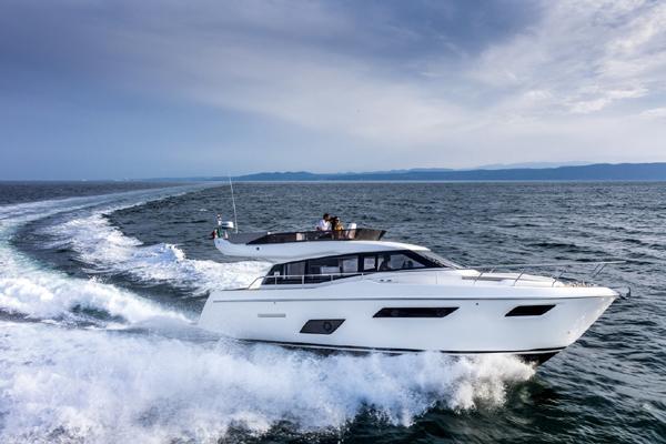 LuxYacht phân phối du thuyền siêu sang của Ferretti Group