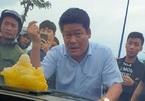 Giám đốc gọi giang hồ vây xe công an bị khởi tố, bắt giam