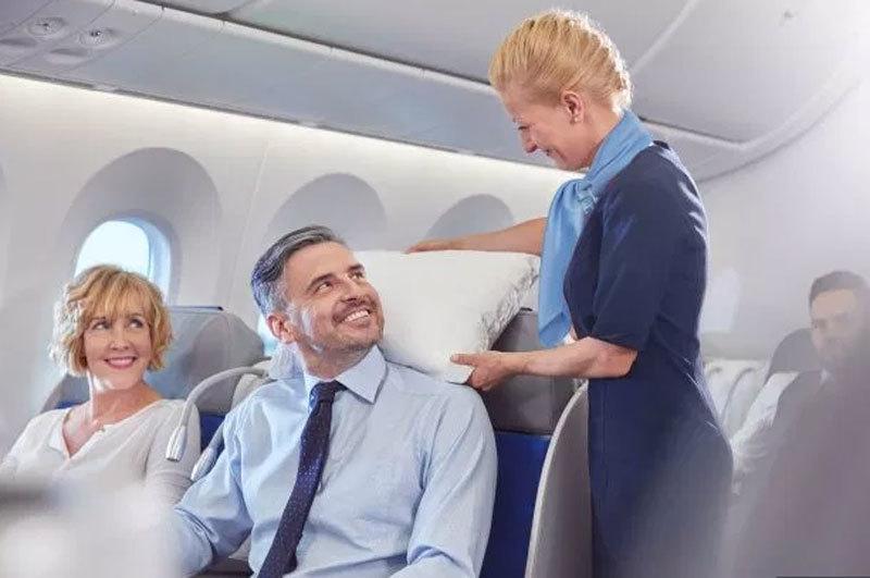 Tiếp viên hàng không 'bật mí' giờ bay tốt nhất trong ngày
