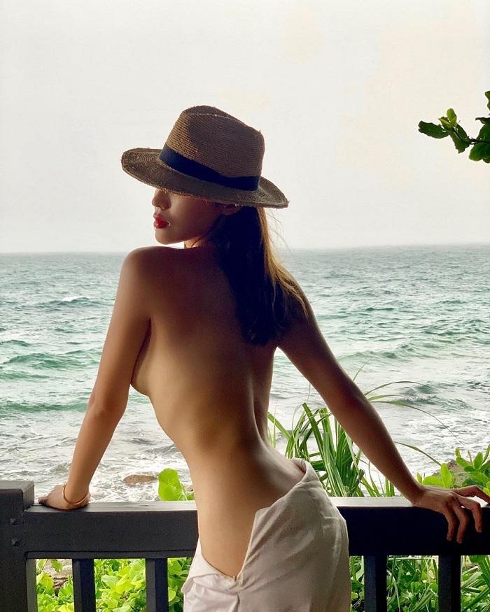 Hoa hậu Kỳ Duyên hở bạo liệt khoe body nóng bỏng trước biển