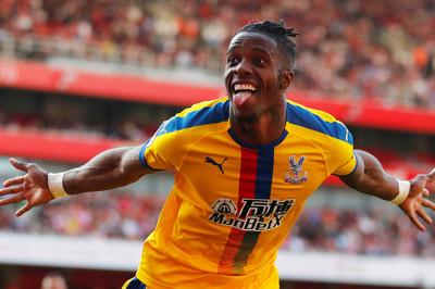 "Arsenal ""cắn răng"" bán Aubameyang gom tiền mua Zaha"