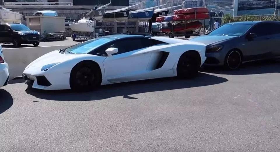 Chiêm ngưỡng dàn siêu xe toàn hàng 'khủng' bị cảnh sát tịch thu