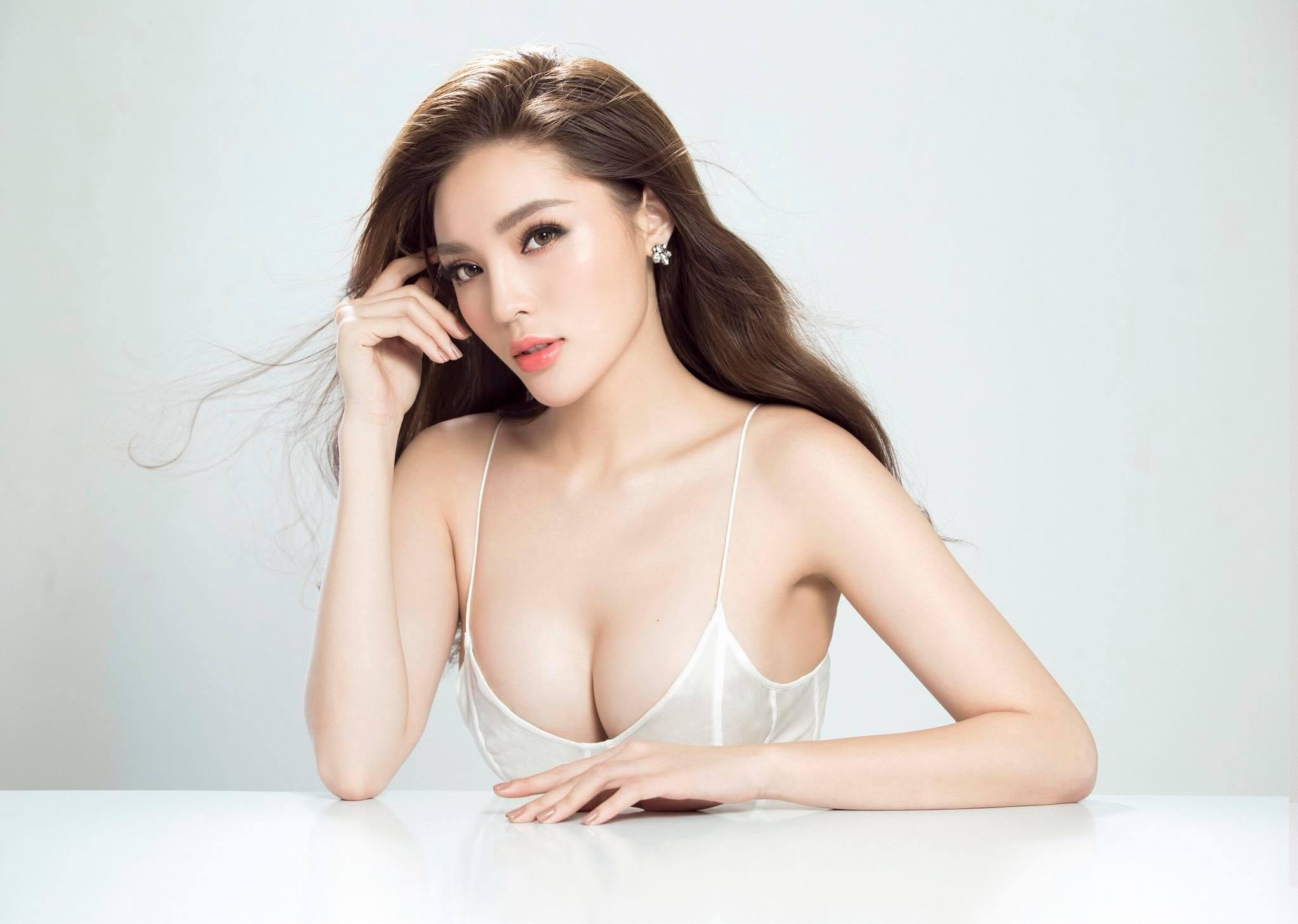 Những lần hở bạo không thể ngờ của Hoa hậu Kỳ Duyên