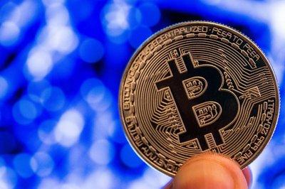 Bitcoin tiếp tục tăng 'phi mã', thị trường náo loạn