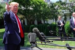 Ông Trump mắng phóng viên 'không phải việc của cô'