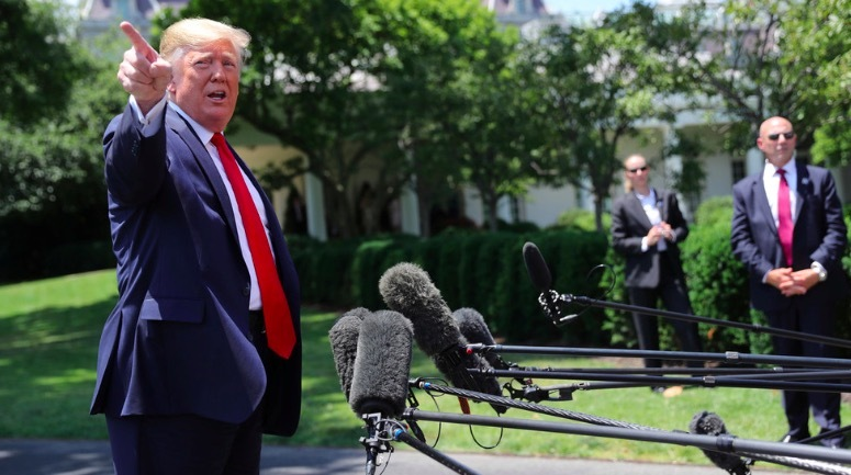 'Cú sốc mang tên Trump' giáng vào nhiều báo lớn ở Mỹ