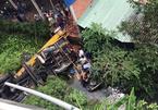 Ô tô và xe cẩu tông nhau trên cầu rơi xuống kênh ở Bến Tre, 1 người chết