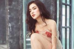 Dân mạng 'đổ gục' trước nữ sinh xinh đẹp trong buổi thi Tiếng Anh