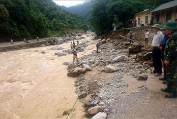 Flood-hit provinces search for missing persons, start clean-up work