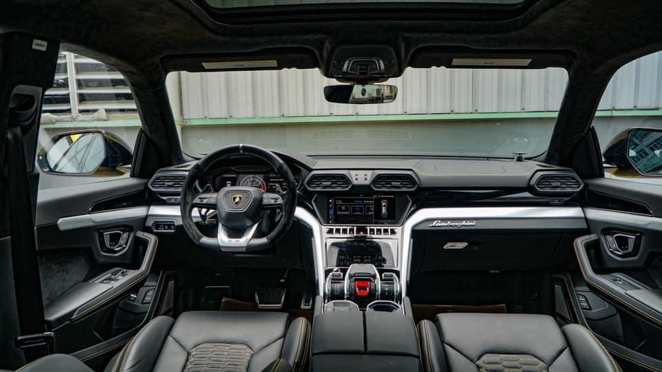 Lamborghini Urus 21 tỷ màu độc về tay đại gia Sài Gòn