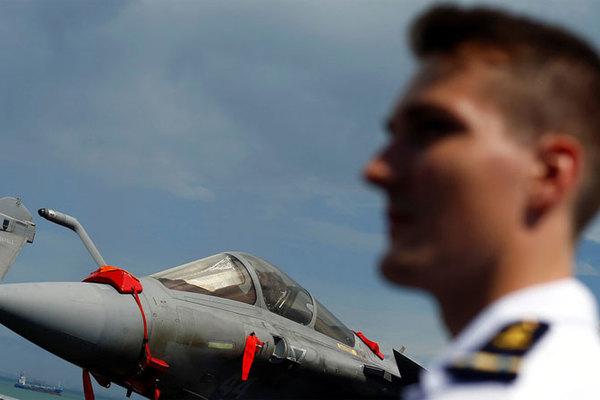 Pháp khuyến cáo Mỹ không kéo NATO vào tấn công Iran