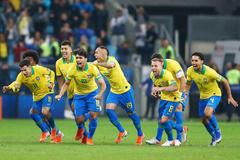 Thắng penalty nghẹt thở, Brazil vào bán kết Copa America