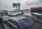 Tai nạn ở nút thắt cổ chai, cao tốc Long Thành kẹt xe dài bất tận