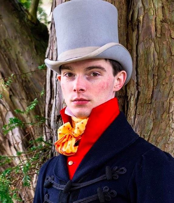 Diện thời trang thế kỷ 19, chàng trai hớp hồn các thiếu nữ