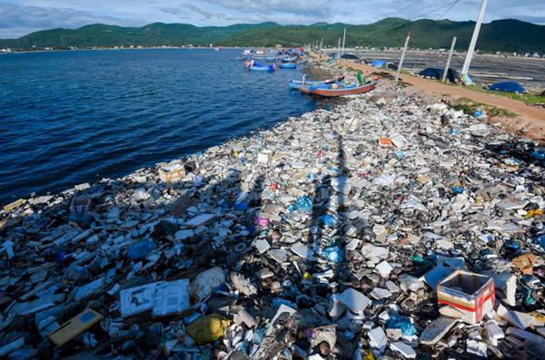 Đi gần 7000 km, chụp hàng nghìn bức ảnh 'đánh thức' nỗi lo về rác