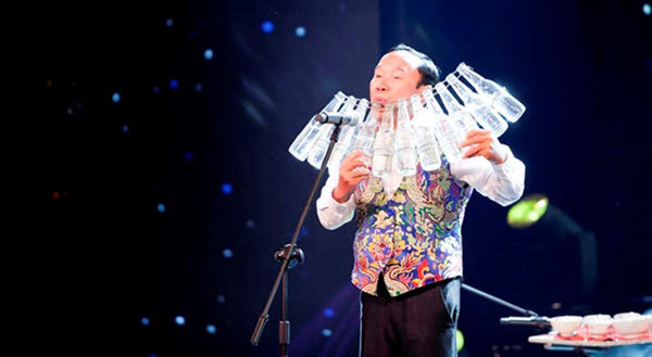 Vietnamese Guinness recordmakers perform in Long An