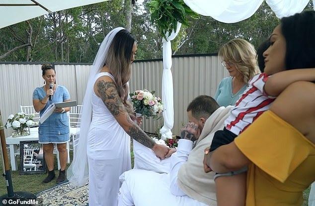Clip: Đám cưới xúc động của người đàn ông bị u não trước ngày qua đời