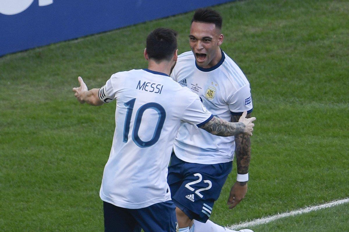 Argentina vào bán kết, vì Messi thành 'người thừa'