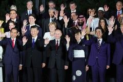 Putin lộ 'bảo bối', lãnh đạo ba nước đấm tay